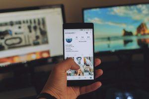 Kijk eens naar de wereld om je heen (a-social media)