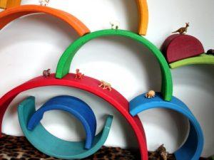 houten bogen en mini diertjes