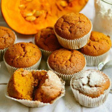 Pompoen cakejes met pecannoten, appel & rozijnen (herfst recept met kids)