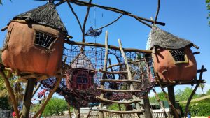 Speeltuintje in eigen tuin maken www.mamasjungle.nl / samenwerken met duurzame mama blogger
