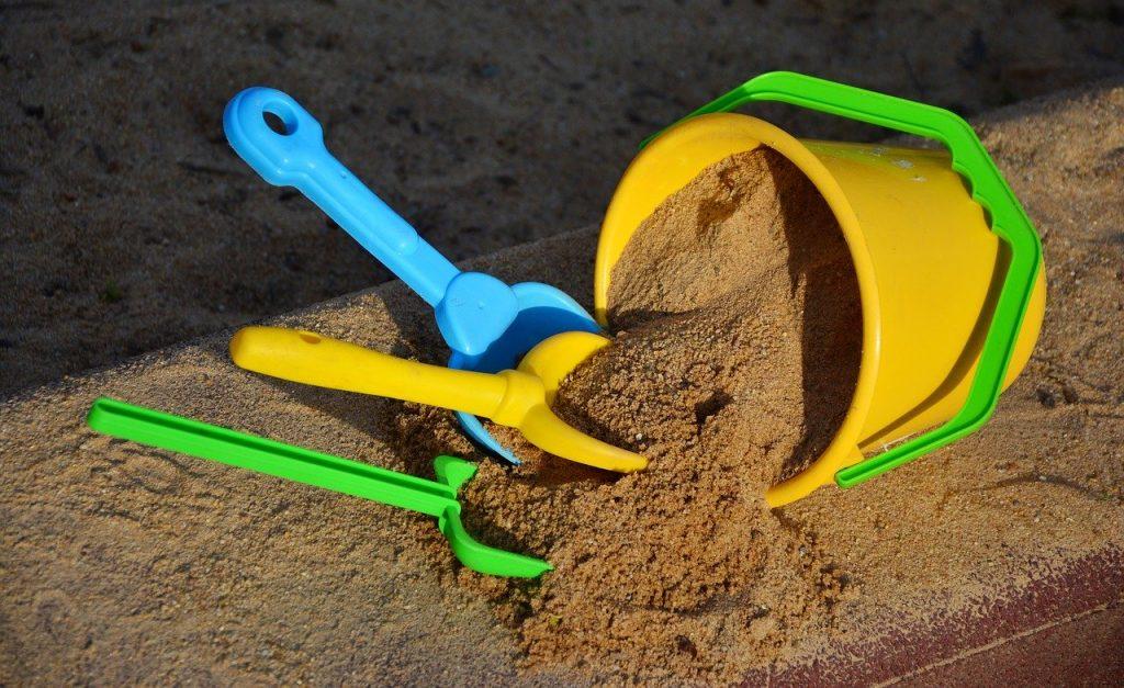 emmer zand voor bij de barbecue